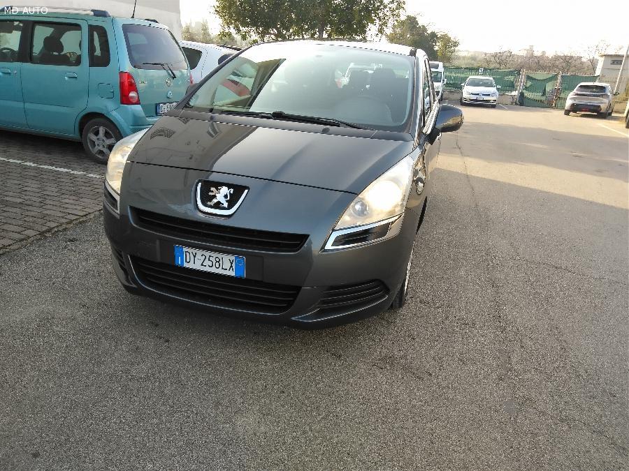 Peugeot 5008 Premium 1.6 Hdi 110 cv